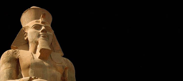 Что держат в руках статуи фараонов, дошедшие до наших дней?
